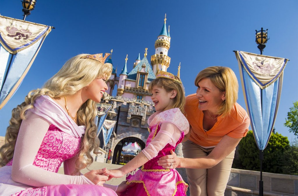 What Is the Most Inexpensive Way to Purchase DisneylandⓇ Resort Tickets?