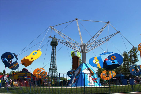 PEANUTS-themed attractions and rides